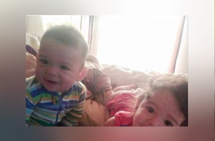 Chiude i due figli in auto per punizione, muoiono soffocati