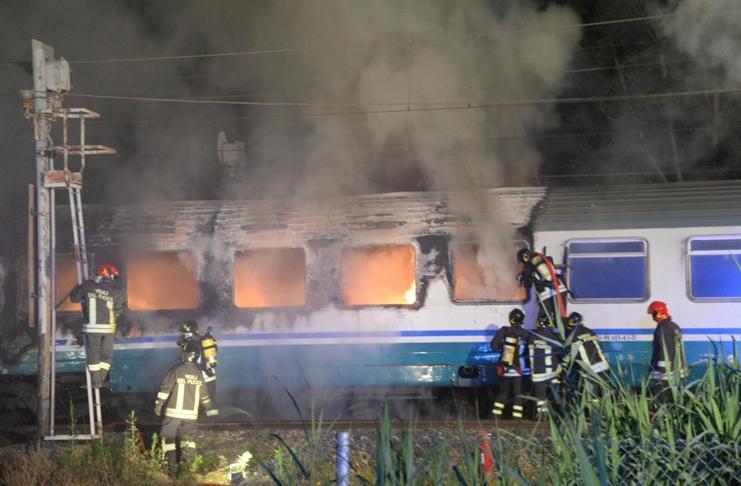 Incendio sul treno Paura per i passeggeri