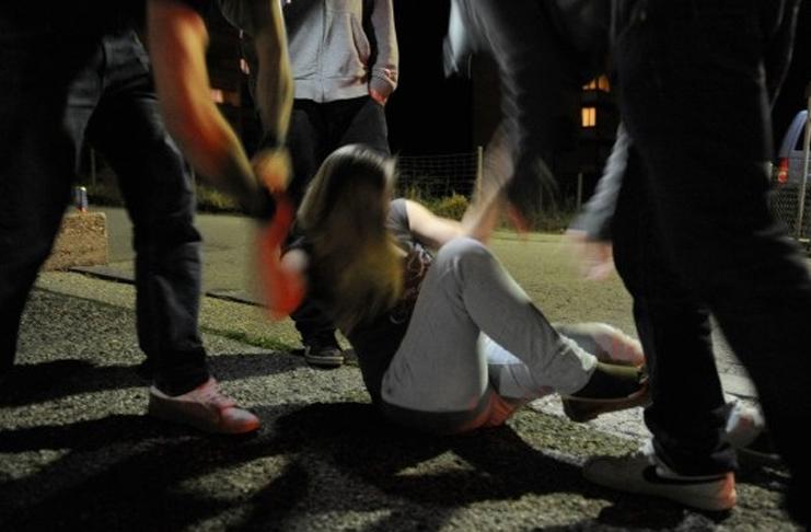 SANT'ANTIMO. 14enne violentata e derisa su Facebook. Due arresti