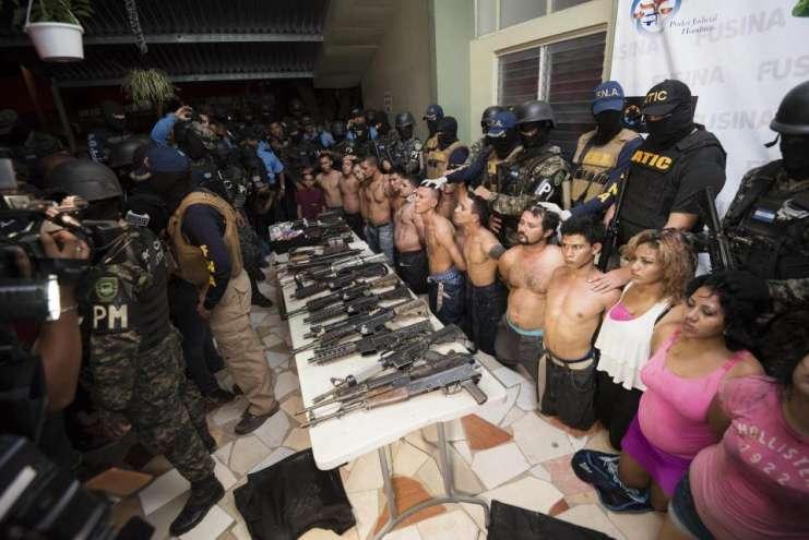 Napoli pericolosa: il Comune prepara la querela contro il
