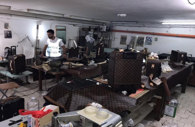 I militari della Compagnia di Mondragone sono riusciti dopo vari  appostamenti ad individuare un laboratorio completamente abusivo ubicato  nel Comune di ... c4843a60fd5