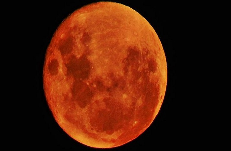 Eclissi di luna: venerdì 27 luglio osservazione del cielo a Villa Filippina